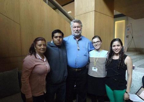 Auf dem mexikanischen Kongress: (von links) Mutter von Aaron, Aaron (TSC-Patient), Dr. David Franz (TSC-Clinic Cincinnati), Hannah Schäfer (Stipendiatin) und Lorena (Genetikerin). Bild: Melody Gullemann