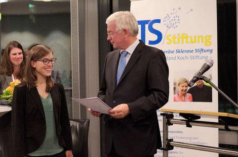Verleihung des Stipendiums WELCOME TO CINCINNATI an Hannah Schäfer, München, durch Ministerpräsident a.D. Roland Koch. Foto: Galina Görl