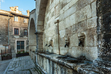 Scanno, borgo d'Abruzzo. Fontana Sarracco
