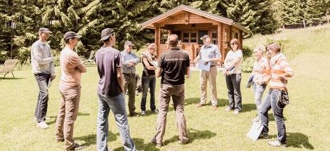 """Starke Verkäufer sind starke Persönlichkeiten. Aus diesem Grund wird im Vertriebs-Workshop mit Thomas Pelz neben der Erlernung neuer Verkaufstechniken stets auf die Weiterentwicklung der Persönlichkeit geachtet. Das Verkaufsseminar """"Verkäufer-Camp"""" ist hi"""