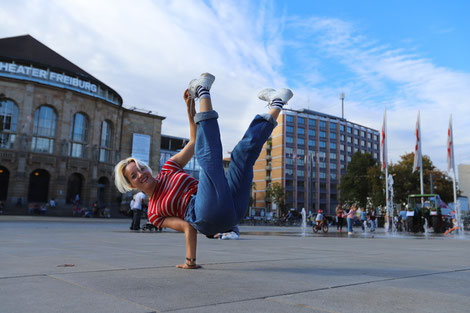 Akrobatik Breakdance Bboying HipHop Streetdance Tanzgruppe Freiburg