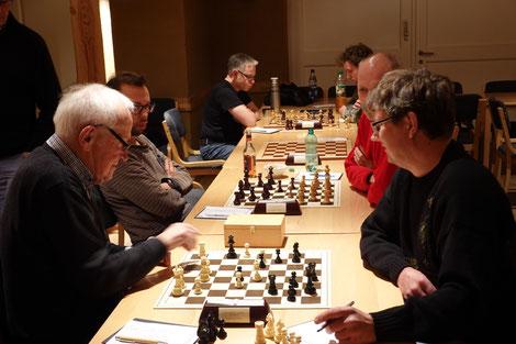 Jürgen Ahler (links) gewann die 2. Gruppe vor Andreas Zwicknagl, der punktgleich zweiter wurde.