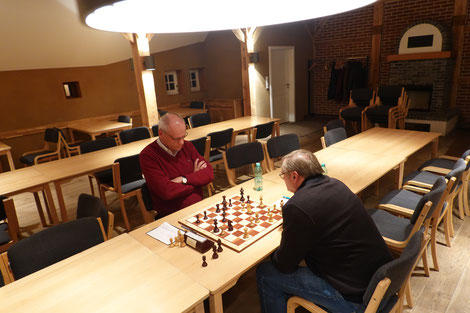 Rudolf wehrte sich trotz Materialnachteil  bis kurz vor Mitternacht. Am Ende gewann Kajo.