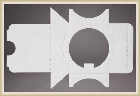 Stanzzuschnitt aus Pappe mit pass genauen Konturen.
