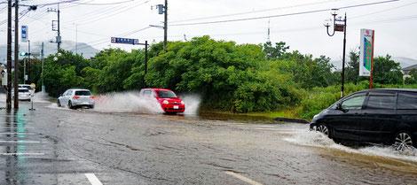 20210711  土砂降りで道路 冠水