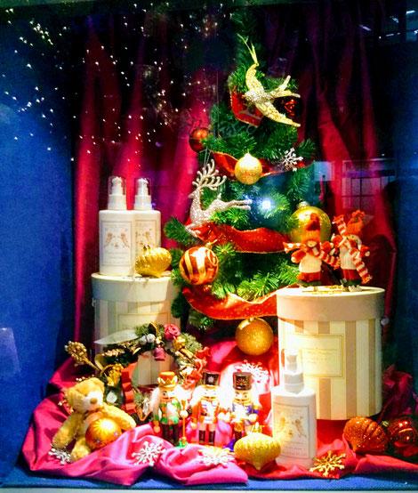 ツリーやクリスマスグッズ