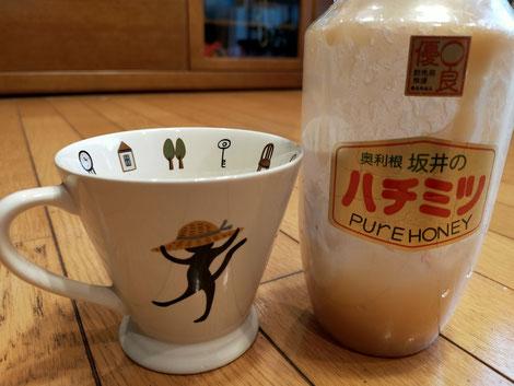 ハチミツとティーカップ