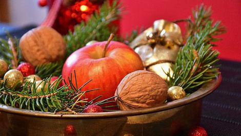 Weihnachtsstimmung mit Apfel