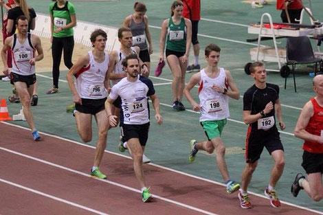 Michael Reithmayr (Nr. 192)  beim 3000m-Rennen im Dusika-Stadion (Foto zVg)