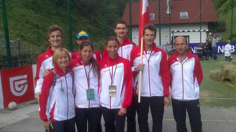 Das ÖLV-Nationalteam mit Anita Waiß (ganz links) bei der Berglauf-Langdistanz WM in Slowenien (Foto: H. Schmuck/fb)