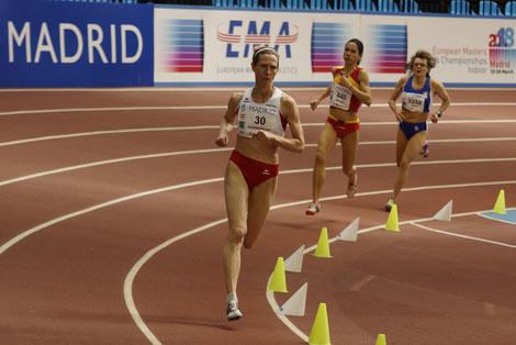 Elisabeth Pöltner Holkovic (hier auf einem Archivfoto vom Lauf zum Hallen EM TItel in der W 45 über 1500m im März 2019)