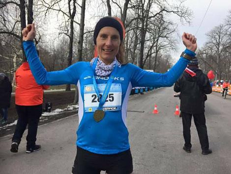 Karin Freitag nach ihrem Sieg beim Halbmarathon in Wien (Foto zVg, VCM)