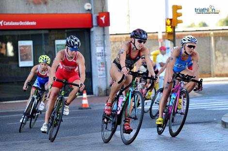 Tanja Stroschneider im roten Nationadress beim Weltcuprennen in Spanien (Foto zVg)