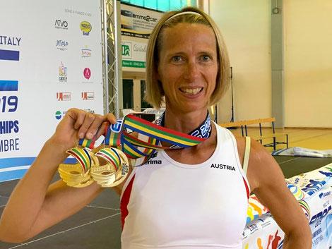 Elisabeth mit ihren beiden Goldmedaillen von der Masters EM in Venedig! (Foto: zVg)