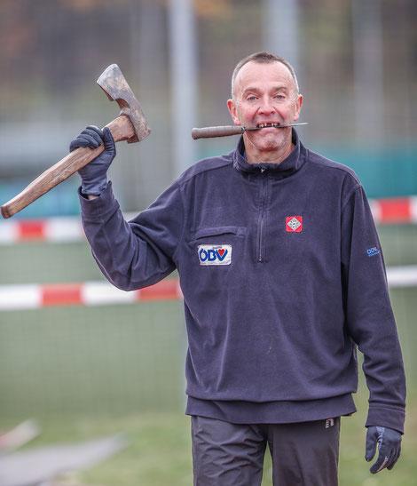 Ups, das ist kein Läufer von uns, aber einer der wichtigsten Männer der Wiener LA (Harald P. in seiner Lieblingsrolle als Rächer der Enterbten...)