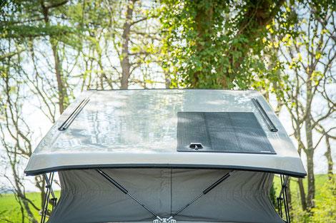 Flaches 125 W Solarpanel auf dem Aufstelldach