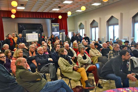 Plusieurs conférences sur les éoliennes ont attiré un important public. © Droits réservés