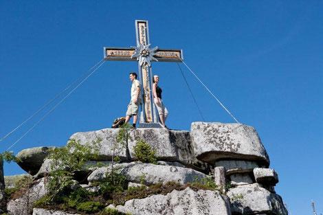 Höchster Gipfel am Weg ist der Plöckenstein mit 1379 m | Ferienregion Böhmerwald