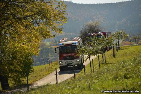 Anfahrt der Feuerwehr Seitingen-Oberflacht mit LF10/6 und GW-L2