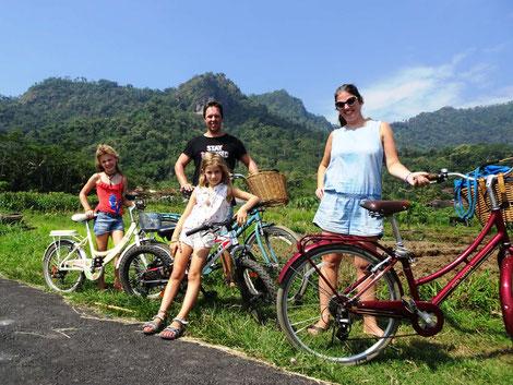 Familie fietstocht vanuit Rumah Dharma bij de Borobudur