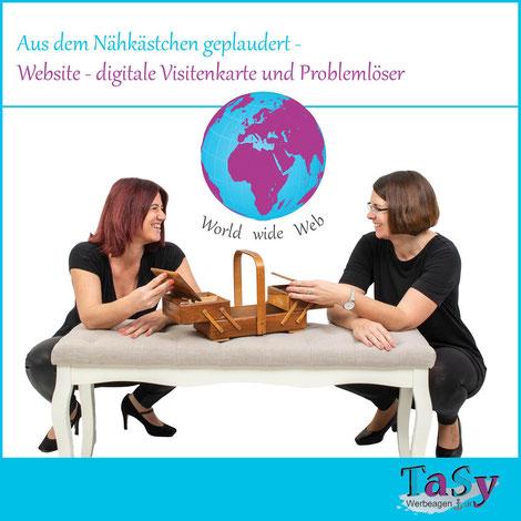Tanja und Sylvia lehnen plaudernd auf einer Bank, wo ein Nähkästchen steht und darüber schwebt das World Wide Web