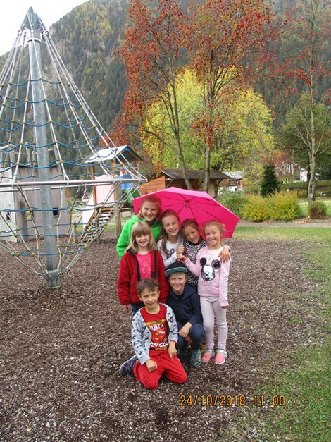 Kinder auf dem Pausenhof