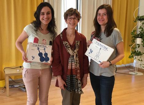 Wir (Paloma links, Rocío rechts) mit Joanne Martin