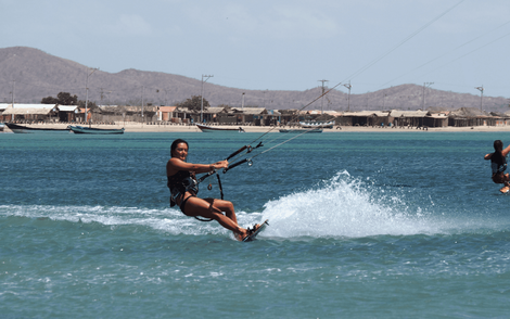 Girls Kite Camp and adventure trip in Colombia: Action and fun every day. All levels welcome!
