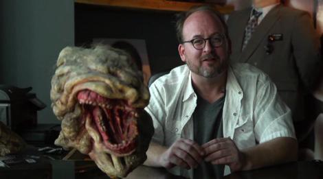 """SFX-Künstler Todd Masters nebst einer seiner """"Resurrected""""-Kreaturen"""