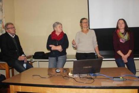 Simone Mettke, Lisa Angles und Sonja Munzert (von links) berichteten bei einer Infoveranstaltung wie die Dorferneuerung in Edlendorf und Günthersdorf gelaufen ist. Rechts ist Abteilungsleiter Lothar Winkler vom Amt für ländliche Entwicklung in Bamberg.