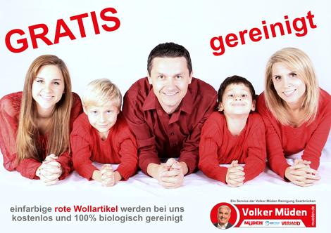 mueden.de, blog, rote Wollartikel werden gratis gereinigt. Bild zeigt Familie mit roter Oberbekleidung.