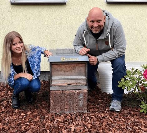 Unsere Bienen im Büro Garten