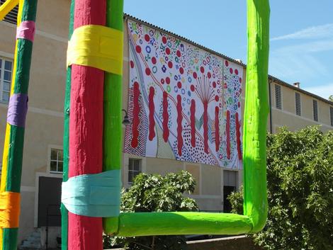 decor-monumentale-textile-festival- evenement-culturel-commerciale-voix-de-la-mediterranee-lodeve