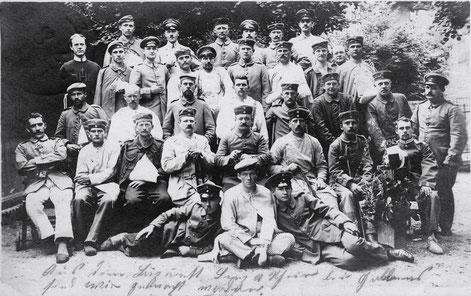 Lazarett - auf der Rückseite unten teilt der Absender aus Mainberg mit, dass er nicht kriegsverwundet sei, sondern vom Pferd gestürzt sei und dabei sich das Schlüsselbein gebrochen habe - 30. Juli 1915