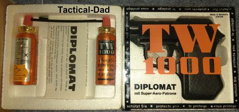 Diplomat Tränengaspistole von TW1000 Hier die originale Versandverpackung der Pistole von 1978. Dabei ist eine Packung mit zwei extra Kartuschen.