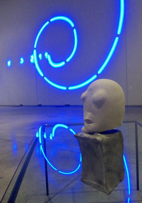 Spirale e tavolino, Mario Merz; testa, Marisa Merz. MACRO, 2016. Foto di Alessia Paionni.