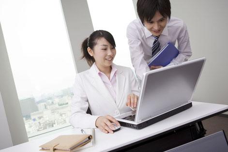 ホームページ作成の知識と技術が少しづつ上達する女性社員