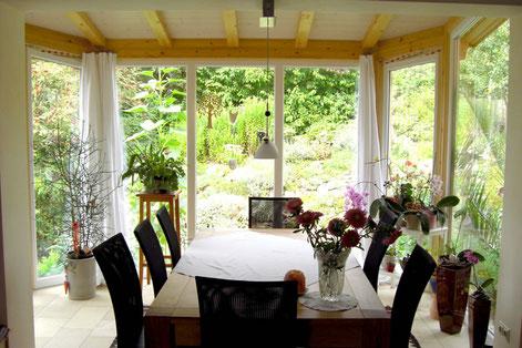 Wintergarten als Erkeranbau,  selbstverständlich mit Isolierverglasung für höchste Energieeffizienz