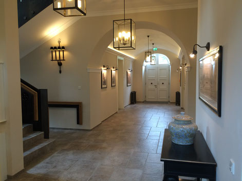 Eingangsbereich Haupthaus, Blickrichtung Haupteingang