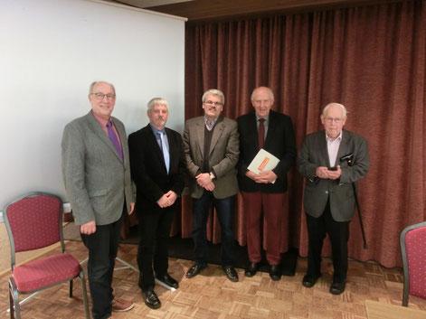 Von links:  Steffen Tobias (Schriftführer) Uwe Anders (Kreisvorsitzender) Bernd Beckmann (Kandidat Landtagswahl) Klaus Götjen (Bürgerlotse), Martin Döscher (Ehrenlandrat)