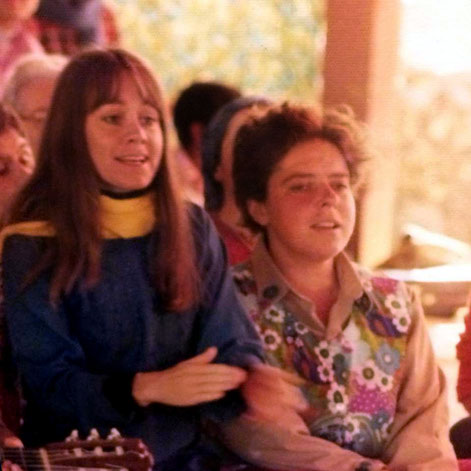 Raine & Joanna Bruford singing at Amartithi Mehetabad 1975