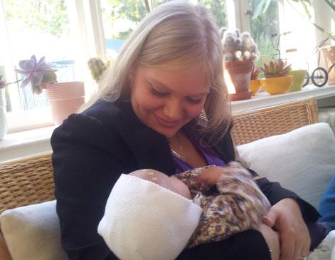 Mütterpflege steht allen Familien in der wundervollen Zeit des Wochenbetts zu