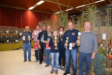 von links: Hans Laib, Wolfgang Uhl, Sven Hilsenbek, Bernd Engelhardt, Fabienne Henle, Marianne Schneider, Timo Dahner und Manfred Mangold sen.