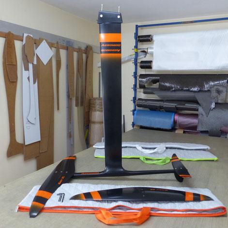 windfoil aeromod v2 noir et orange avec 3 housses matelassées