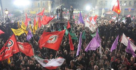 Jubel hos Syriza søndag aften i Athens centrum