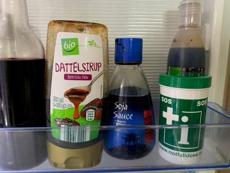 Notfalldose in der Kühlschranktür