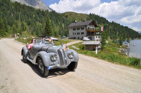 Triumph Spitfire auf dem Weg durch Italien