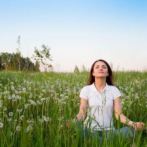 Wie kann Meditation Frauen während der Periode, in den Wechseljahren oder einfach in schwierigen Lebensphasen helfen? wegezumsein.com