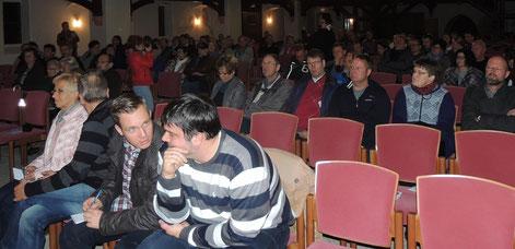 Um die 150 Politikinteressierte Bürger zog es in die Nikolaikirche nach Oebisfelde