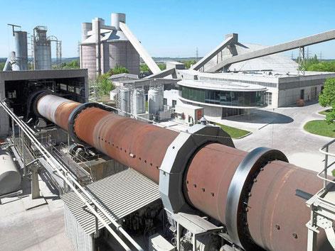 Glasabfälle sollen künftig im Dotternhausener Zementwerk verwertet werden. Der Gemeinderat verlangt zuvor weitere Schadstoffmessungen. Foto: Holcim Foto: Schwarzwälder Bote
